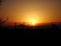 11月ごろから1月ごろまでお部屋やテラスから海から昇る日の出が見えます。
