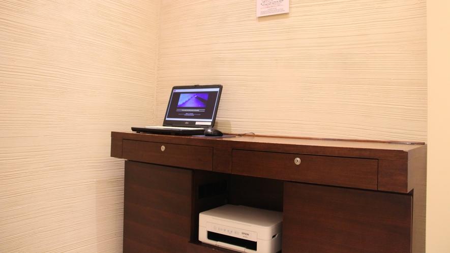 5階のパブリックパソコンは無料でご利用いただけます♪