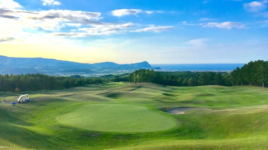 【ゴルフコース】スコットランドを思わせるグラスバンカー