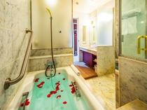 【スタンダードツイン(浴室一例)】ゆったりとした広さのバスルーム。(お部屋により異なります。)