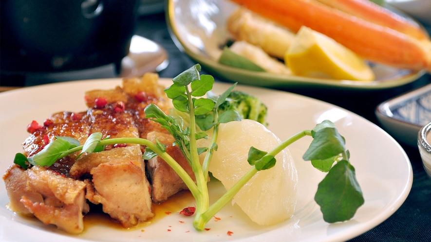 【ご夕食一例】お魚のお造りのほか、肉料理もお選びいただけます。