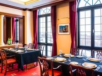 【レストラン】窓越しに見える景色も料理を彩るスパイスとしてご堪能ください