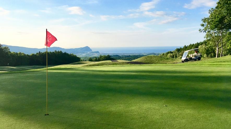 【ゴルフコース】抜群のロケーションでプレイできる広大なゴルフコース