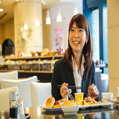 朝食イメージ 女性2