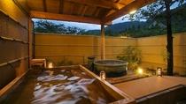 男性 露天風呂 信楽焼の陶器風呂 高野槇の檜風呂 2種類