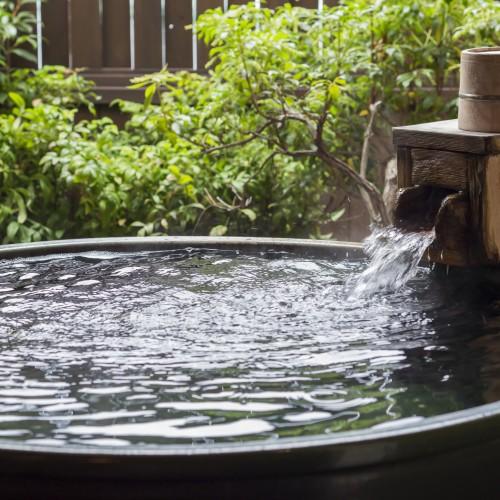 別館庭園付露天風呂客室(陶器風呂一例) ※眺望は海ではございません