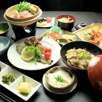 夕食【リーズナブル】-地鶏のすき焼きと旬の食材を使った料理がならびます