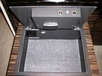 金庫でノートPCの充電もできます! safe box