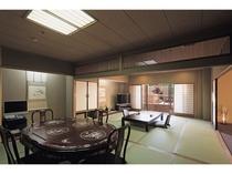 客室は和室12帖、和室10帖、ベッドルームで、クイーンサイズツインベッドをご用意しております。