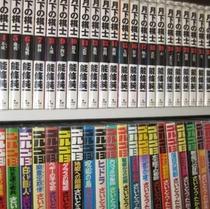 2000冊の漫画コーナー(懐かしいものから最新の人気コミックまで♪)