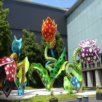 徒歩で10分の松本市美術館
