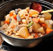 朝食 野菜の煮物でおふくろの味をお楽しみ下さい。