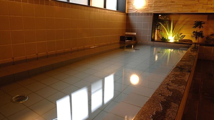 男性大浴場 広い浴槽の大浴場