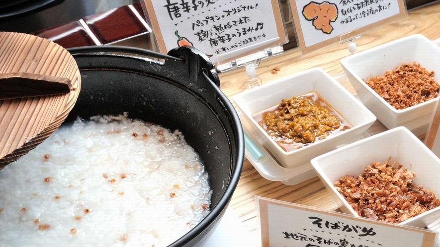 朝粥 そばの実が入った蕎麦粥は体に優しいお粥です。