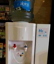 ロビーに水素水 活性酸素を除去し生活習慣病の改善に最適です。