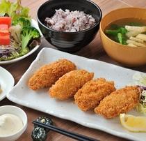 夕食メニュー 牡蠣フライ定食