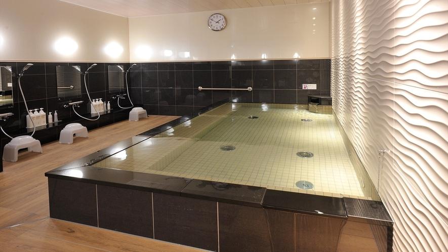女子大浴場オープン 広い浴槽でゆったり気分