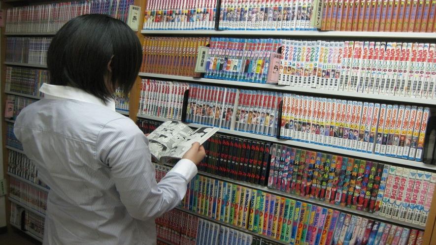漫画コーナー 2000冊の漫画コーナーは最新のものから懐かしいものまで♪