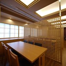 <日本料理 「はりま」テーブル席>店内合計で60席。個室2部屋あり。