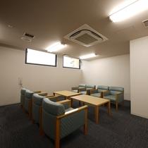 <会議室 蘭>セミナー形式で18名様、シアター形式で27名様まで収容可能
