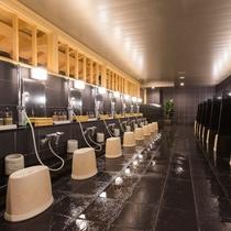 <洗い場>リンスインシャンプー・コンディショナー・ボディシャンプー・シェービングローションを設置。