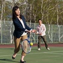 敷地内ではテニスも楽しめる!