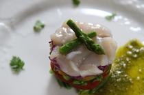 ホタテと夏野菜のバジルソース