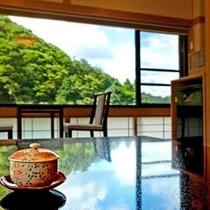 どちらのお部屋からも赤目の山々をご覧いただけます☆自然を愛でる時間をお過ごしいただけます