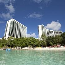 *海と青空に囲まれたホテル
