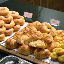 *朝食:パンも豊富にご用意しております