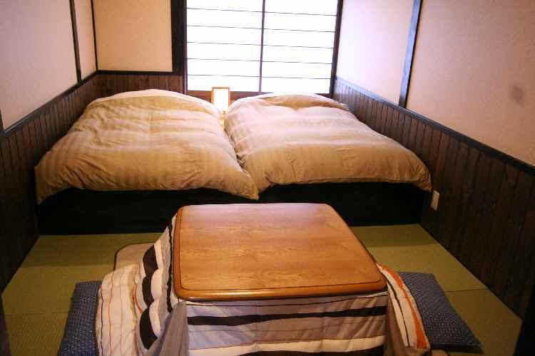 Room_和室6畳段あり・冬こたつ
