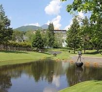 隣接する『彫刻公園』で朝の散歩はいかかですか?