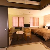 【和洋室】3~4名でお過ごしの場合は和室にお布団をご用意いたします。