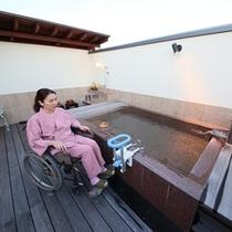 ◆南天ノ湯。3つある展望露天貸切風呂のうち『南天ノ湯』がバリアフリー対応です。湯船迄車椅子でいけます