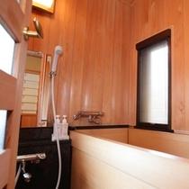 ■【特別室】檜の内風呂は窓もありあかるい