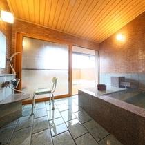 ■貸切風呂「はるの湯」リフト付きのバリアフリー対応貸切温泉風呂。