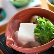 ■料理_朝食。豆富鍋。豆の味がふわっと口に広がり朝の元気