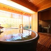 ◇【バリアフリー露天風呂付和室10畳+ツインR】露天風呂の一角にシャワールームがございます。