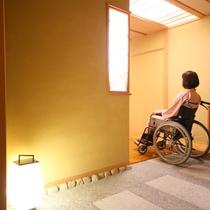◇【バリアフリー温泉付特別室】入り口。車いすでもはいりやすい仕様