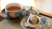 ■そば茶と温泉まんじゅうでお出迎え♪