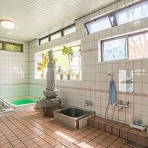 *【大浴場】十一面観音像を配した個性的な室内