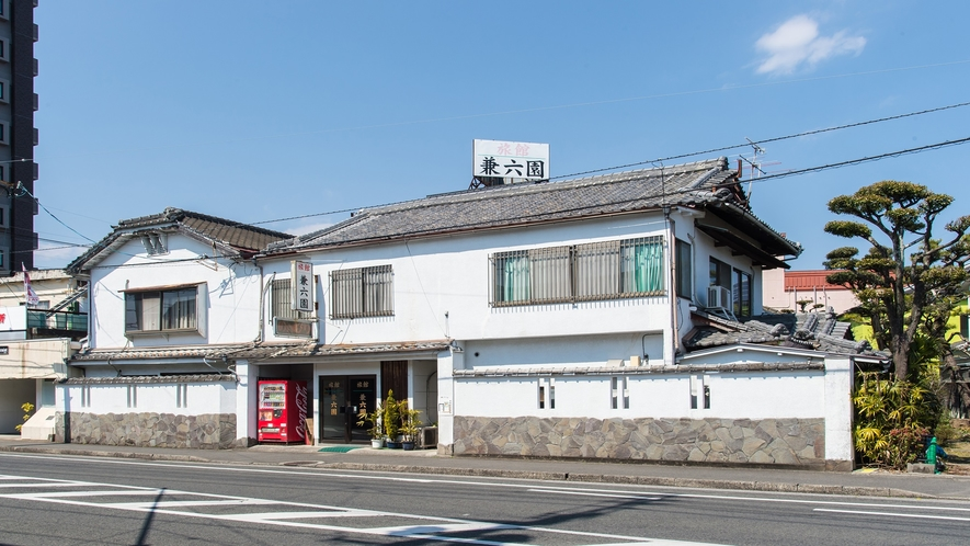 *【外観】延岡駅近くの風情のあるビジネス旅館