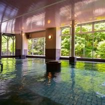 男性大浴場『仙人の湯』は渓流沿いの広々大浴場