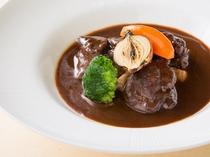 レストラン「リヴィエール」ディナーアラカルト~若鶏の赤ワイン煮込み~
