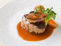レストラン「リヴィエール」ディナーアラカルト~粗挽きハンバーグとフォアグラのステーキ~