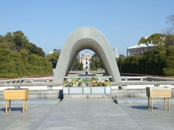 【観光情報】平和記念公園まで路面電車で約15分。