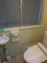 【トイレ】共有トイレ(リニューアル部屋には各室ユニットバスがついてます)