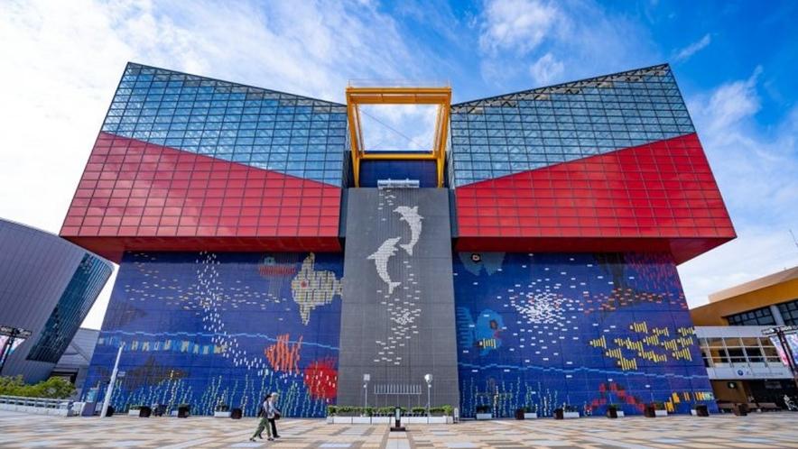 周辺案内/世界最大級の水族館「海遊館」へは、キャプテンラインで片道約15分。