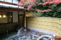 紅葉の岩風呂