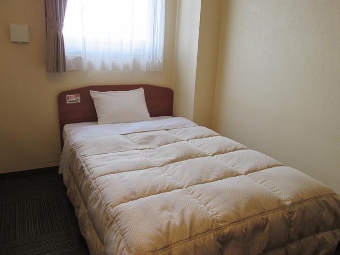 本館シングルユニットバスタイプのベッド(喫煙)